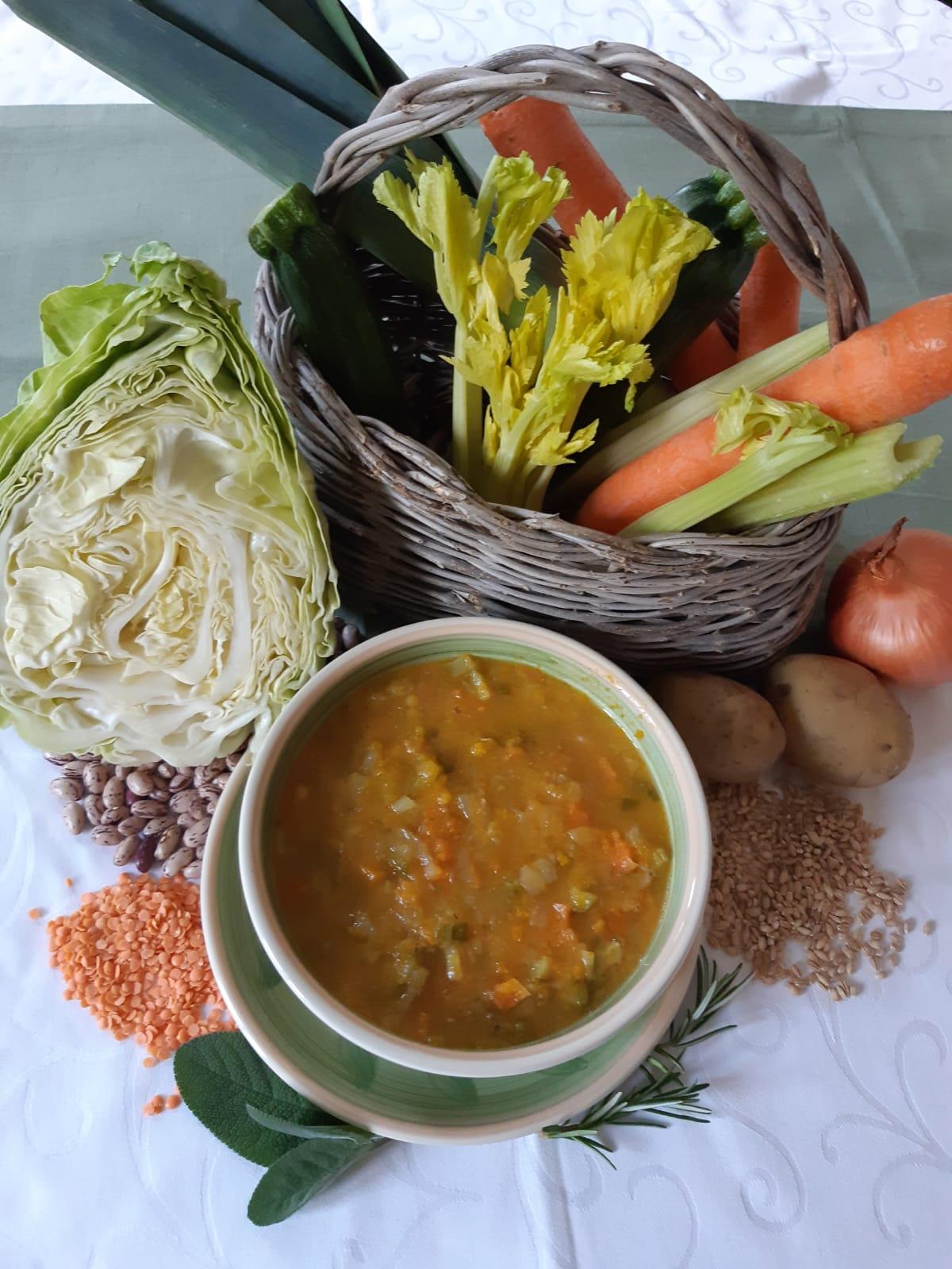Minestrone di ortaggi legumi e cereali