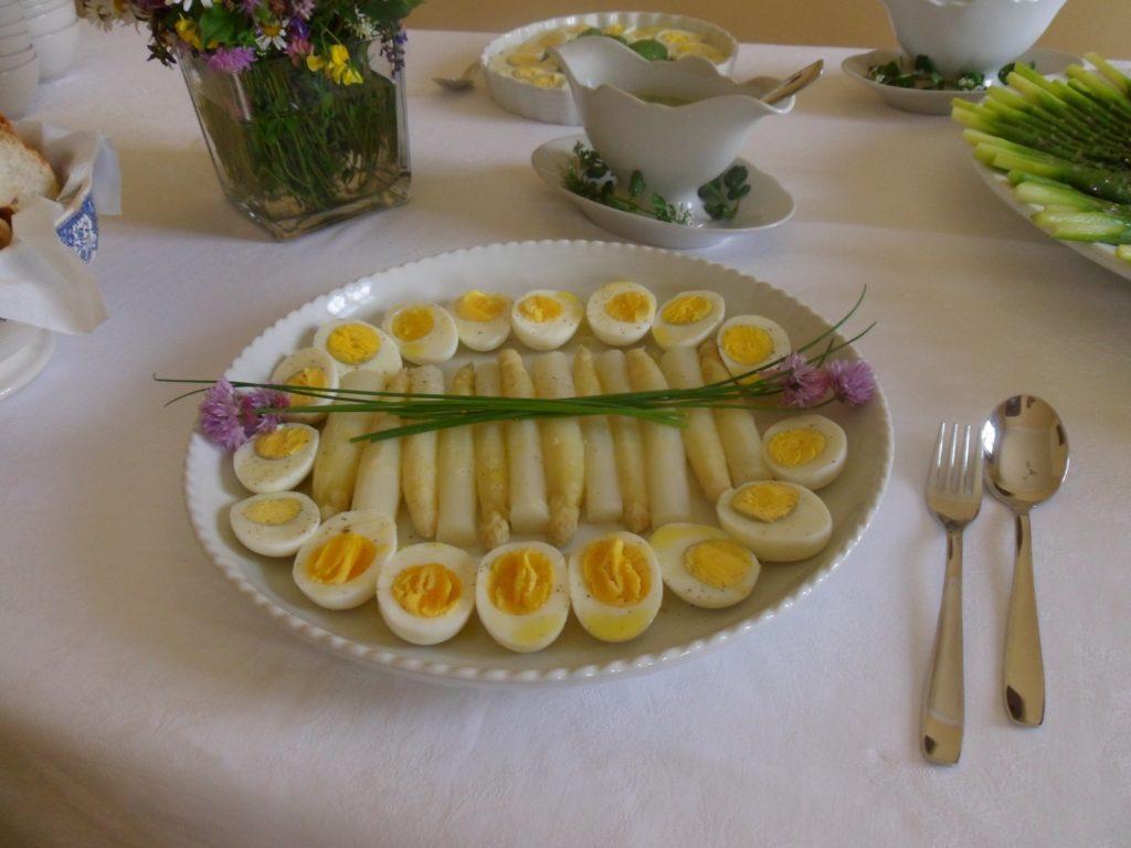 uova con zavaione di asparagi